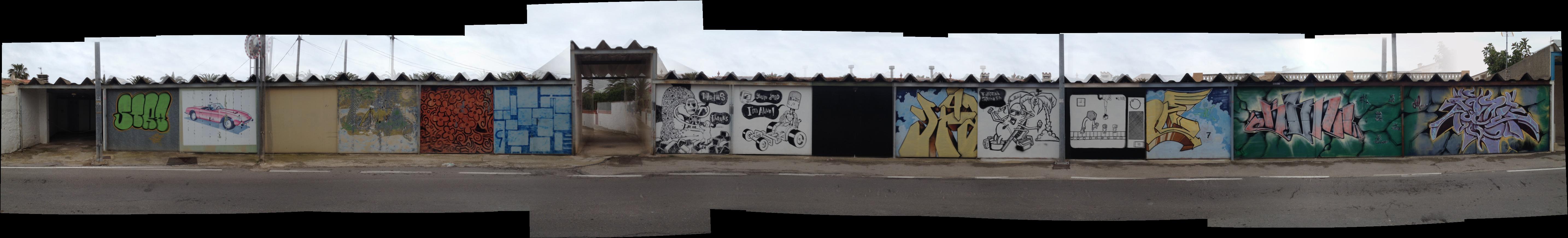 Eine zig meter lange Hausfront in Vinaros